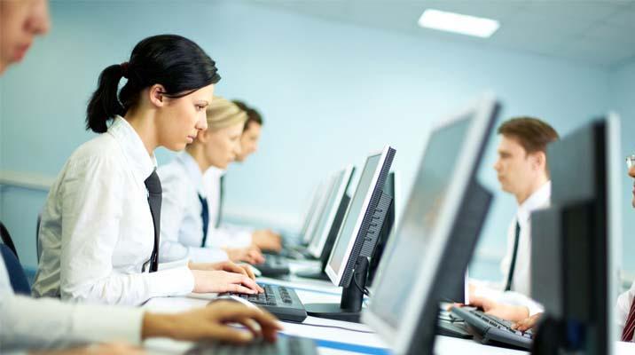 Các bạn trẻ cũng ngày hàng thự tế hơn khi chọn nghề ra trường có thể xin được việc