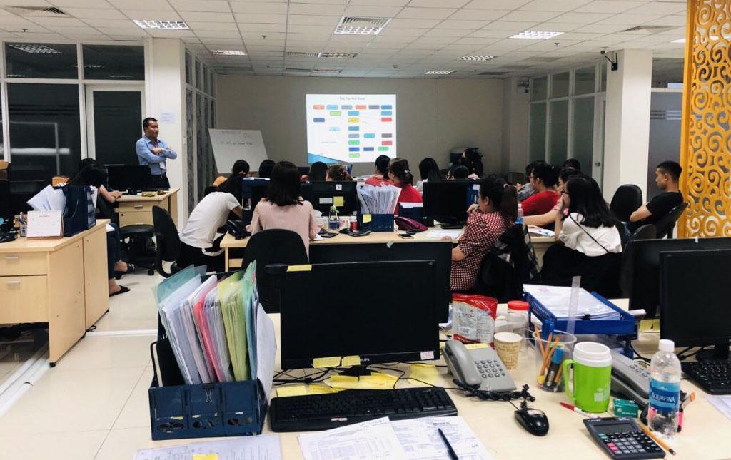 Khóa học quản trị nhân sự tại Vinatrain được đánh giá cao vì bám sát thực tế
