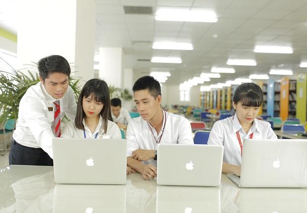 Các khóa học xuất nhập khẩu tại trường đại học ngoại thương có rất nhiều sinh viên tham gia Các khóa học xuất nhập khẩu tại trường đại học ngoại thương có rất nhiều sinh viên tham gia