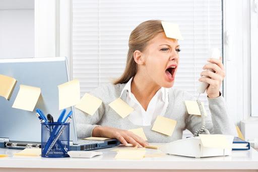 Bài học để làm kế toán đầu tiên là phải chịu được áp lực công việc vì bạn phải làm việc với rất nhiều con số