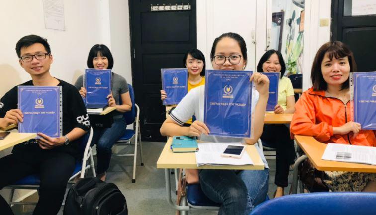 Học viên tốt nghiệp khóa học kế toán tổng hợp tại VinaTrain