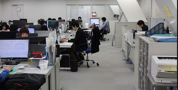 Trong công ty có rất nhiều phòng ban khác nhau liên quan tới xuất nhập khẩu