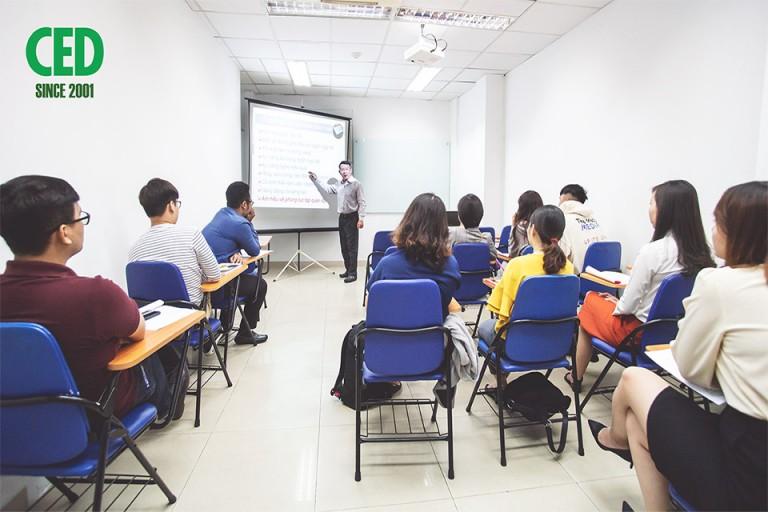 Học nhân sự ở CED