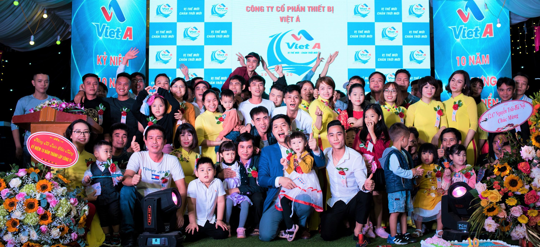 Sau khi tốt nghiệp khóa học chuyên viên mua hàng xuất nhập khẩu Lan đã trúng tuyển vị trí mua hàng tại công ty thiết bị Việt Á, kỳ tất niên đầu tiên của ms Lan tại đây